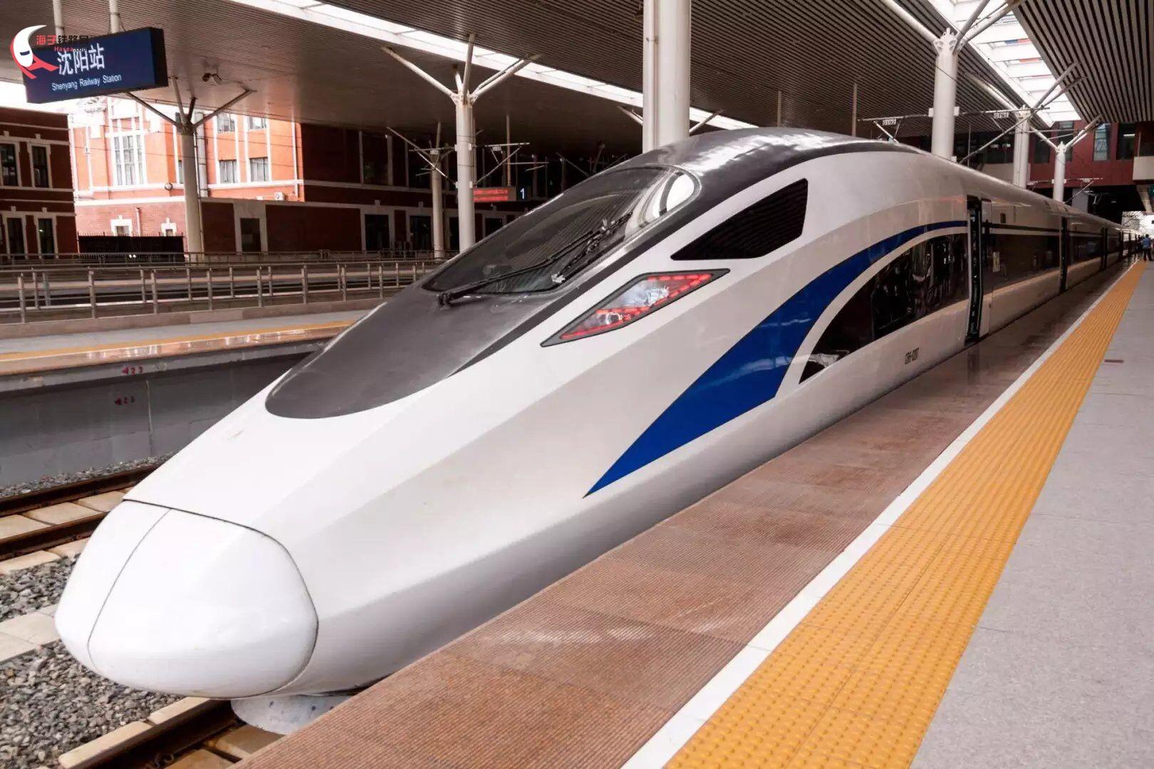被称为金凤凰,蓝海豚的中国便准动车组联手编组为g8041次列车缓缓驶出