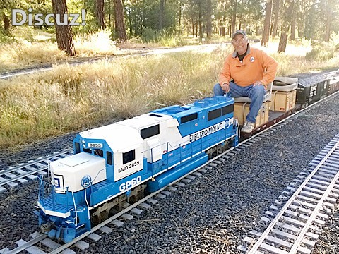 train-mountain-engine-with-engineer.jpg